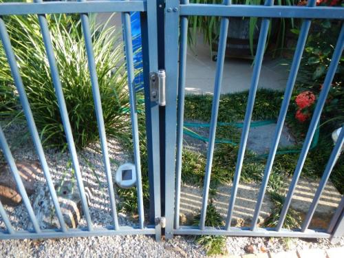 Different gate – same issue with earlier model adjustable hinges – positioning deemed climbable
