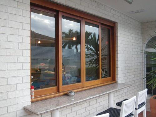 Sliding kitchen window + servery ledge leads directly into the unfenced pool zone
