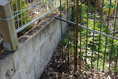 Make shift fence provides footholds to metal fence – I couldn't work out why it was there